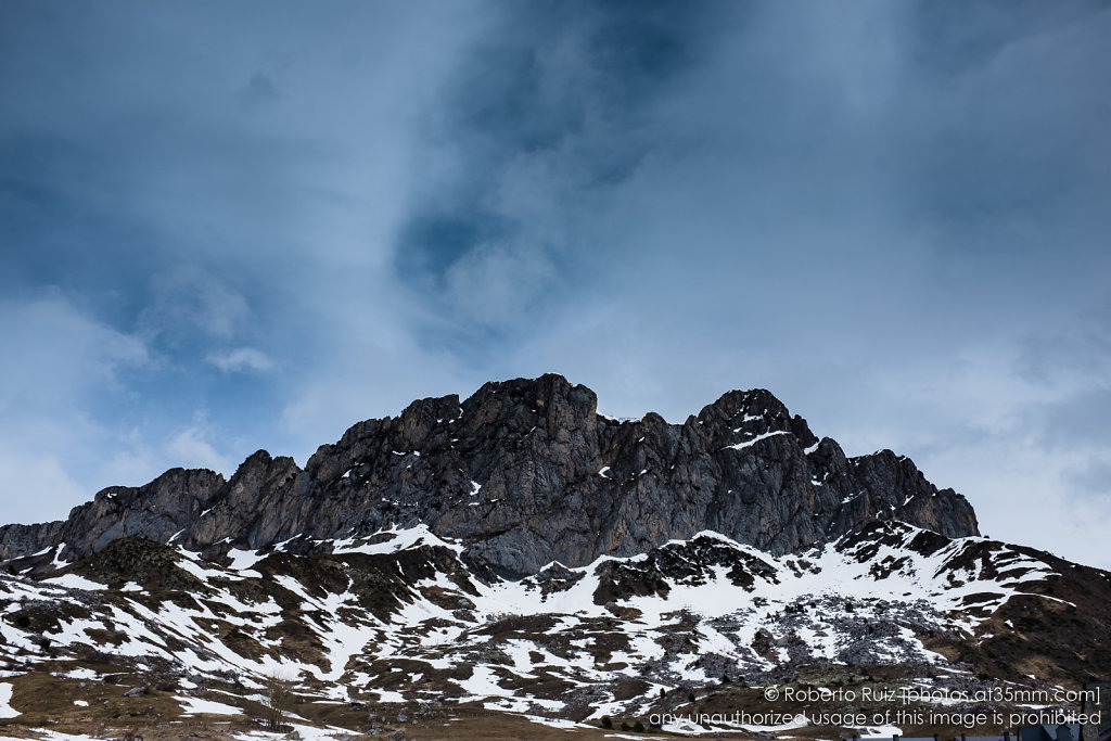 Cielo y montañas